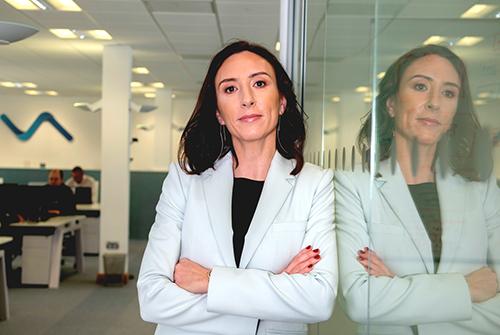 Anita Finnegan, Nova Leah